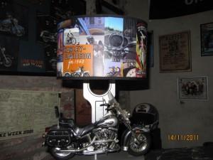 mesa en taller motos harley Montevideo, Uruguay