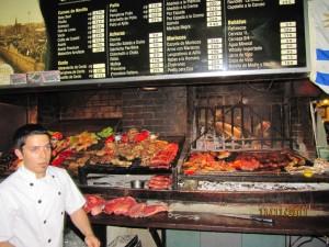 Un rico asado con la mejor carne, en el mercado central de uruguay