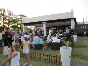 Fiesta al finalizar Partido de Polo, Buenos Aires, Argentina