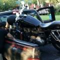 Cargando la moto para llevarla a la frontera