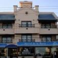 Hostal de la Barra, se encuentra muy bien ubicado, justo frente al hotel está el acceso a la playa y esta muy cerca de restaurantes y tiendas. Instalaciones cuidadas, limpio y comodo